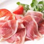 【簡単レシピ】フルーツトマトと生ハム巻きとバジルソース