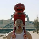 トマトを走りながら食べられる装置…東京マラソンに参加www