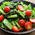 【簡単レシピ】フルーツトマトとワカメとコマツナのサラダ